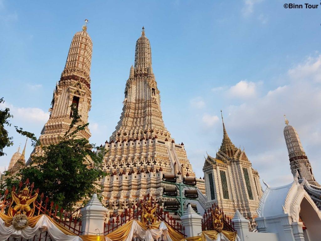 Blick auf die T?rme (prang) des Wat Arun
